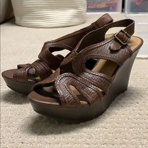 Gianna Bini wedge heel platform sandals